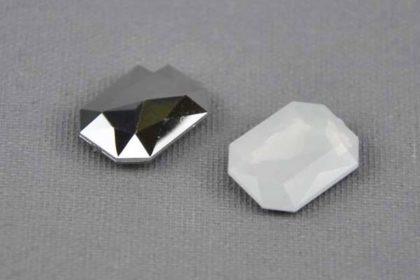 2 x Resin-Stein 13 x 18 mm, weiss milchig-silber