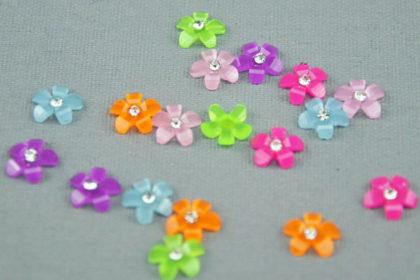 6 x Blüten 3D 10 mm, vers. Farben