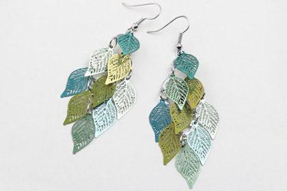 1 Paar Ohringen mit vielen Blättern in verschiedenen Farben