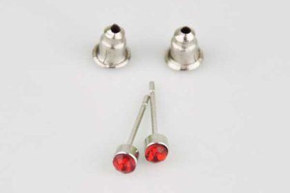 1 Paar Ohrstecker mit Kristall, rot