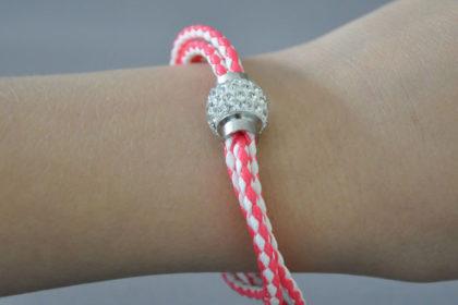 Shamballa Armband mit klaren Kristallen, pink-weiss