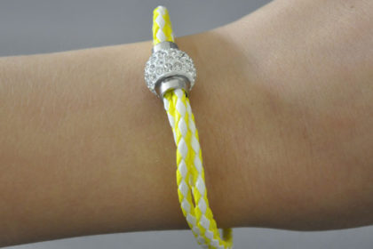 Shamballa Armband mit klaren Kristallen, gelb-weiss