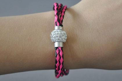 Shamballa Armband mit klaren Kristallen, pink-schwarz