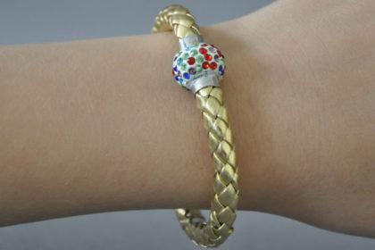 Shamballa Armband mit farbigen Kristallen, goldig