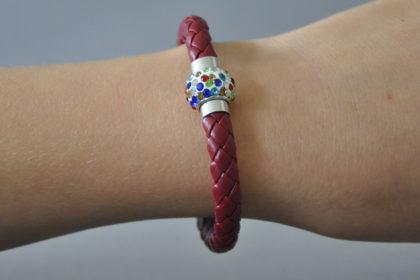 Shamballa Armband mit farbigen Kristallen, weinrot