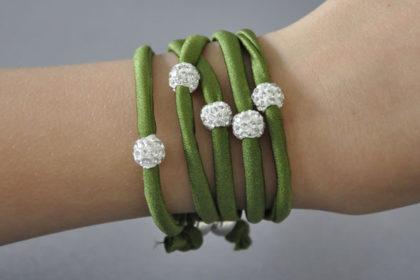 Shamballa Armband mit klaren Kristallen 65cm lang, dunkelgrün