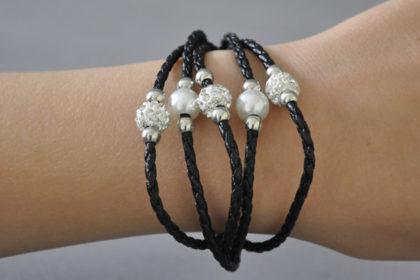 Shamballa 5-Strang-Armband mit klaren Kristallen und Perlen, schwarz