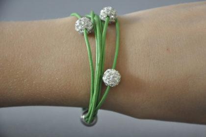 Shamballa Armband mit 3 klaren Kristallen, grün