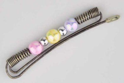 Metallfarbene-Haarspange mit verschieden farbigen Perlen