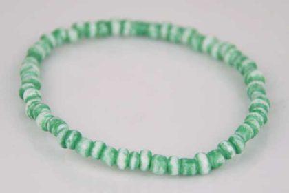 Armband elastisch mit vielen kleinen grün-weissen Beads