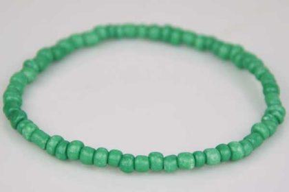 Armband elastisch mit vielen kleinen grünen Beads