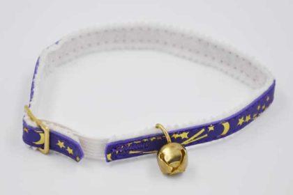 Katzenhalsband violett mit goldenen Sternen, mit Glöcklein