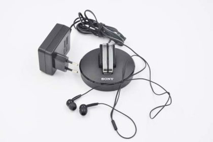 Sony Headset mit Docking-Station, schwarz