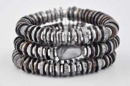 3-Strang Armband elastisch mit grossen grauen Perlen, silber