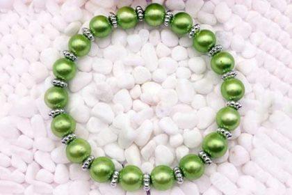 Armband elastisch mit vielen Glasperlen 8mm, hellgrün